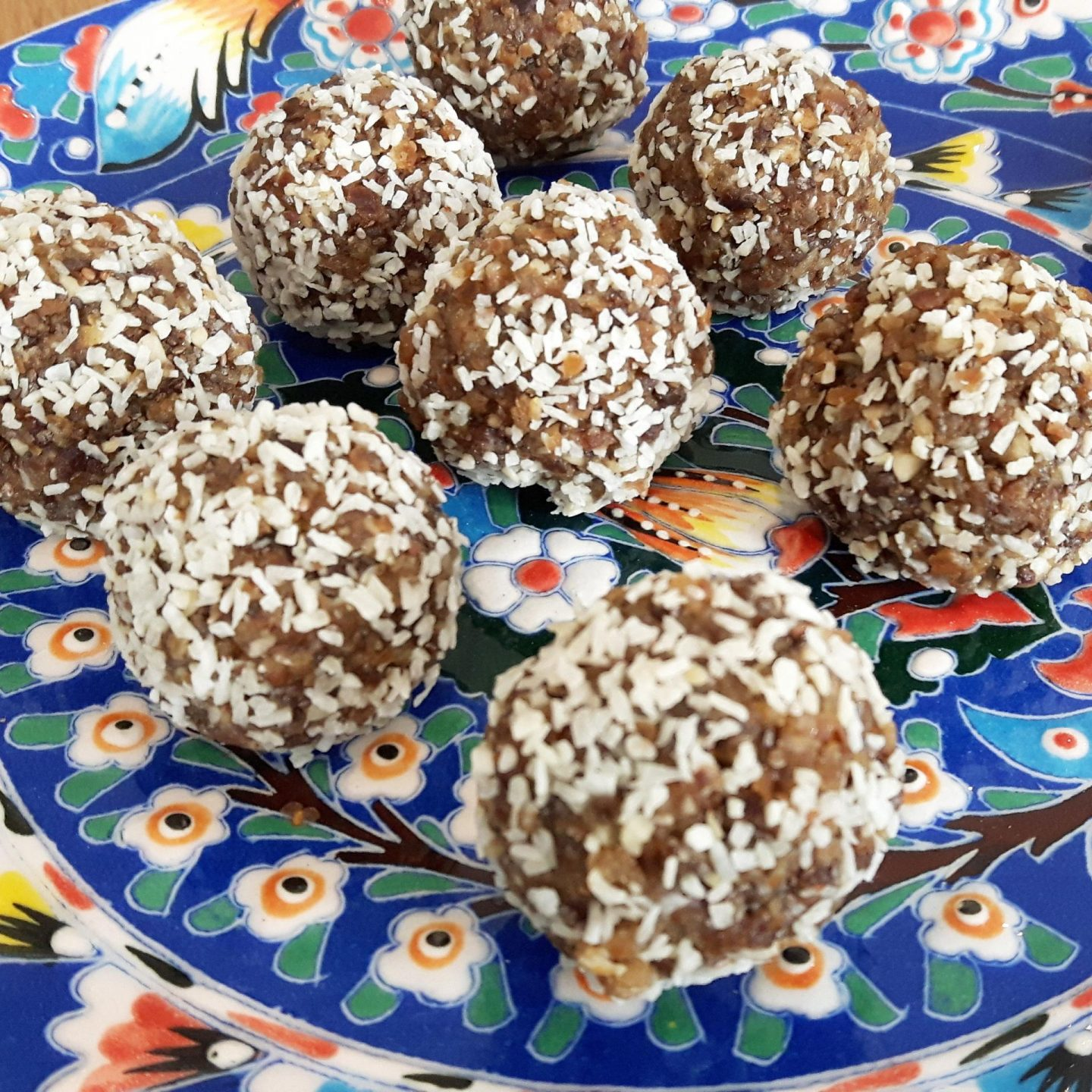 Recipe – Orange and coconut energy balls